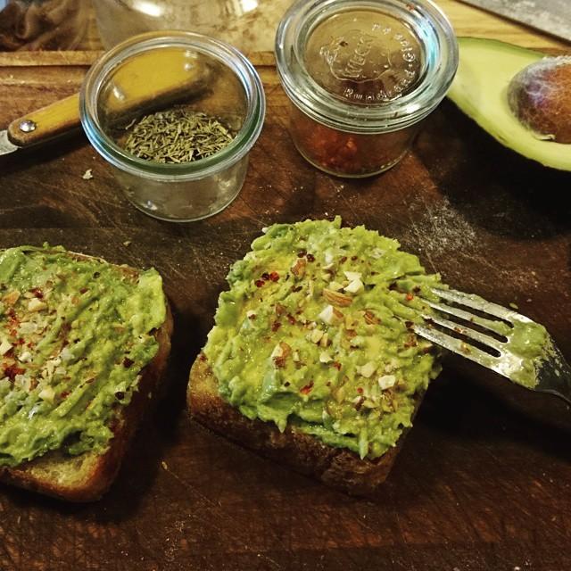 "the avocado is good condition today.I served it ""Le creuset bread""ル・クルーゼのテリーヌ型で焼いた食パンにアボカドをざっくりと。ライムとナンプラーで。"
